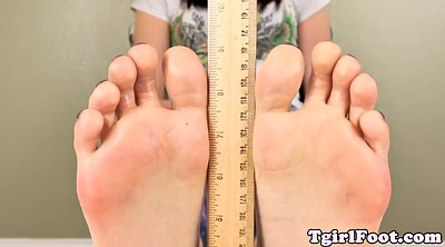 Toes, Feet show
