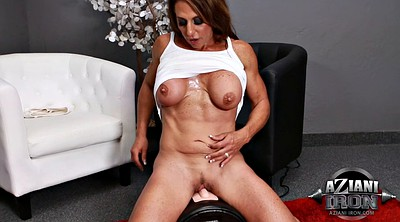 Solo mature, Muscle milf