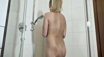 Solo girl, Shower solo