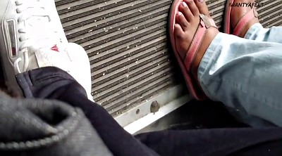 Bus, Ebony feet