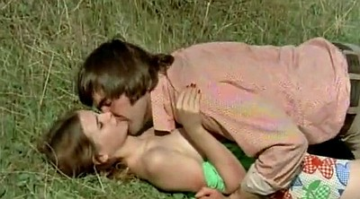 Teen kissing, Young vintage