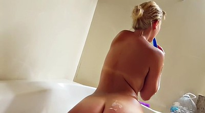 Blond masturbation, Bathtub