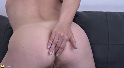 Housewife, Mom ass, Moms ass, Fingering mom
