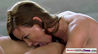 Lesbians licking, Mature pussy