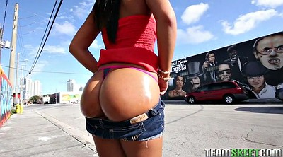 Public, Flashing, Teen solo, Round, Gianna, Solo show