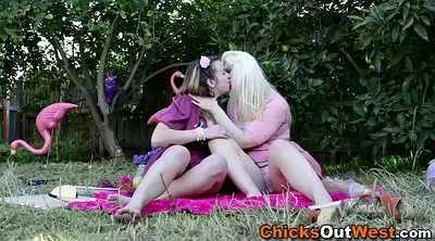Pussy licking, Amateur lesbian