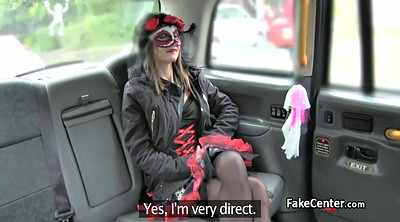 Taxi, Costume