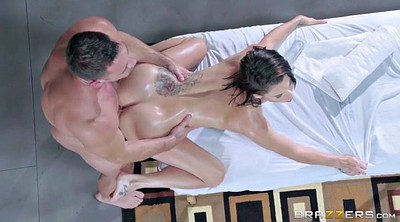 Peta jensen, Massage table