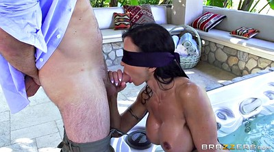 Tit, Jewels jade, Blindfold