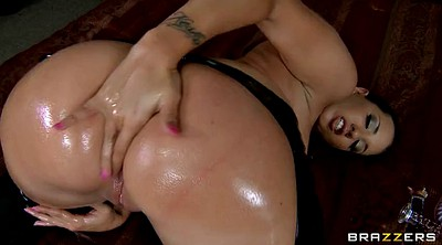 Oil, Kelly divine