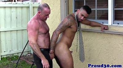 Daddy gay, Bear, Lick ass