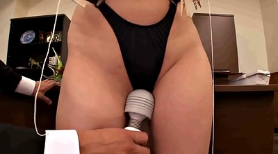Tit torture, Torture, Hitomi