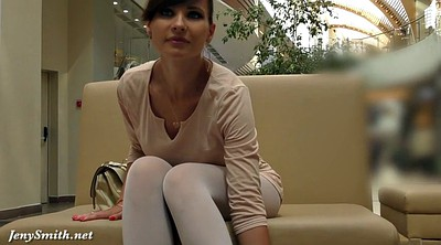 Pantyhose public, Public flashing