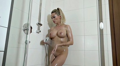 Solo girl, Take a shower