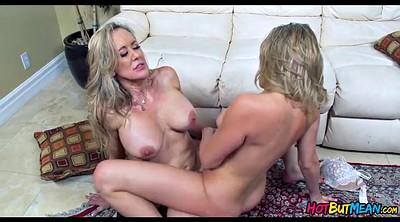 Showing pussy, Lesbian pussy, Eating, Lesbian cougar