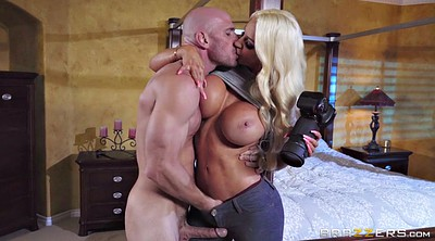 Nicolette shea, Kissing