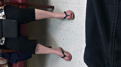 Milf foot, Candid