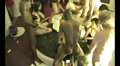 Bull, Couple party