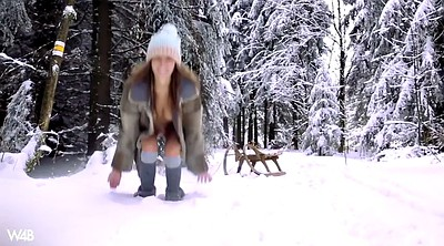Russian, Walking, Pee outdoor, True, Solo russian, Forest