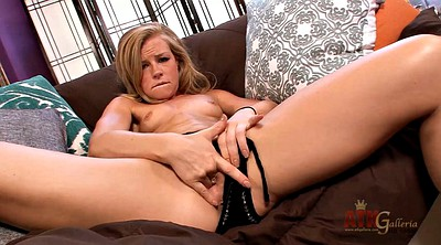 Cougar, Blonde mature