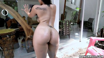 Nikki, Big ass solo, Ass oil