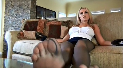 Pantyhose masturbation, Feet solo