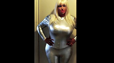 Dolly, Catsuit