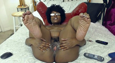 Showing pussy, Feet show