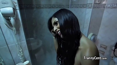 Tranny, Shemale shower