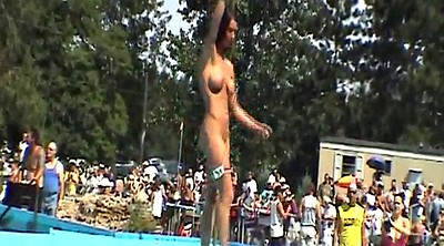 Public nudity, Nude a poppin