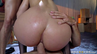 Throat, Abella danger anal