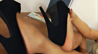 Nylon foot, Nylon feet, Secretary