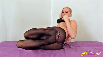 Black pantyhose, Pantyhose feet