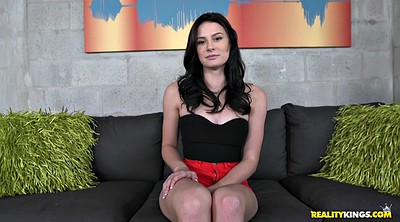 Tease solo, Casting