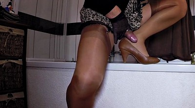 Nylons, Bathroom