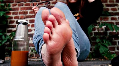 Foot fetish, Street