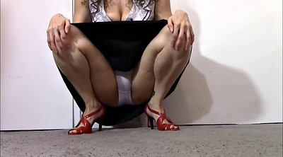 Mommy, Upskirt solo