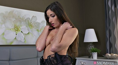 Sexy mom, Mom seduces