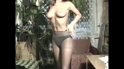 Julia, Striptease