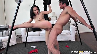 Horny, Swinging