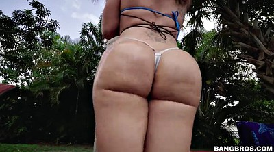 Shaking, Huge, Solo outdoor, Shake, Poolside