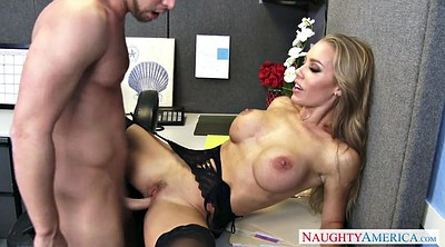 Nicole aniston, Out