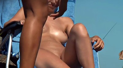 Beach nudist, Public show