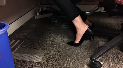 Candid, Candid feet, Shoeplay