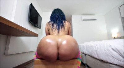 Mature ass, Ass massage