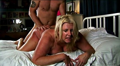 Blonde cougar, Blond mature