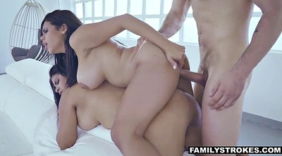 Latina threesome, Fight