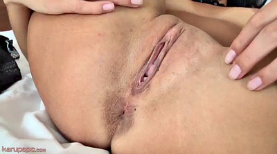 Show pussy, Pussy close up