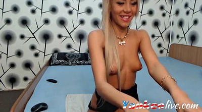 Webcam solo, Showing pussy