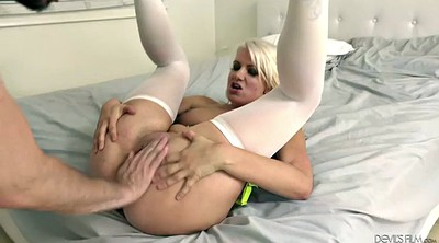 Shaved, Missionary fuck